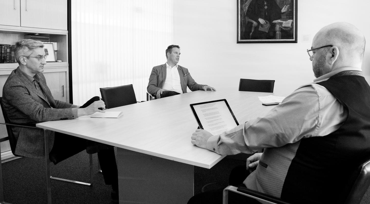 Andreas Buschmann, Leiter der Bildungsförderung, Christian Lürwer, Leiter der Immobilienverwaltung und Thomas Erdle, Geschäftsführer im Gespräch